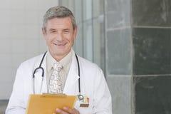 Profesional del cuidado médico que cuida Fotos de archivo libres de regalías