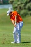 Profesional Julien Quesne Swinging del golf Imagen de archivo libre de regalías