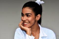 Profesional médico femenino hispánico bastante joven Fotos de archivo libres de regalías