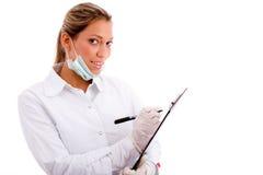 Profesional médico sonriente con la pista de escritura Fotos de archivo