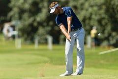 Profesional Raphael Jacuelin Swinging del golf Imagenes de archivo