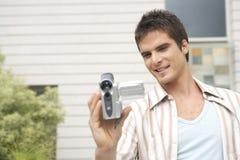 Profesional sonriente con la cámara de vídeo Imagen de archivo