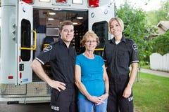 Profesionales de la ambulancia Imagenes de archivo