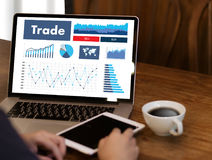 profesjonaliści pracuje Handlowego finanse rynków walutowych wykres Sporządzają mapę pojęcie m Obraz Royalty Free