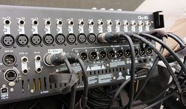 Profesjonalisty 16 korytkowy audio melanżer zdjęcia stock