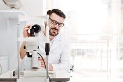 Profesjonalisty wzroku wybitny specjalista przy pracą zdjęcia stock