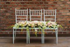 Profesjonalnie opanowany bridal bukiet od róż i orchidei kwitnie obrazy stock