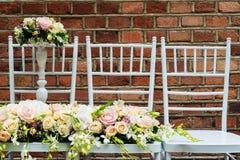 Profesjonalnie opanowany bridal bukiet od róż i orchidei kwitnie fotografia royalty free