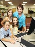 Profesor con los estudiantes fotos de archivo
