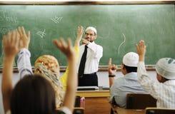 Profesor con los niños en sala de clase Imágenes de archivo libres de regalías