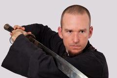 Profesor de artes marciales con el primer de la espada fotos de archivo