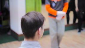 Profesor de la danza en la lección almacen de metraje de vídeo