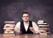 Profesor de la geografía en el escritorio Fotos de archivo