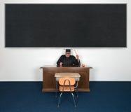 Profesor enojado malo divertido Chalkboard SU TEXTO AQUÍ fotos de archivo