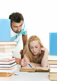 Profesor que ayuda al estudiante adolescente uno en uno. Imagen de archivo libre de regalías