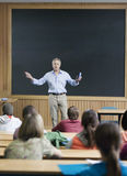 Profesor que da una conferencia Imagen de archivo