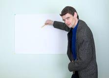 Profesor que muestra en el cartel Imágenes de archivo libres de regalías