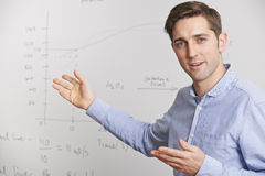 Profesor Standing In Front Of Whiteboard Fotografía de archivo