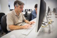 Profesor używa komputer Obraz Stock
