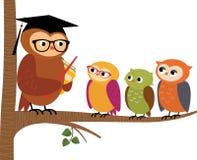 Professeur de hibou et ses étudiants Images stock