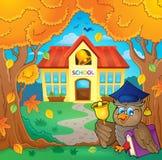 Professeur de hibou près du thème 1 de bâtiment scolaire illustration libre de droits