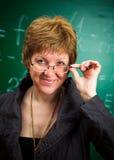Professeur de sourire avec des glaces photo stock