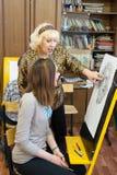Professeur et étudiant de dessin Photos stock