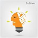 Professeur lub stary naukowa znak Kreatywnie educati i żarówka Fotografia Stock