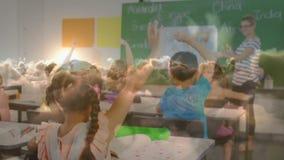 Professeur posant des questions dans la salle de classe clips vidéos
