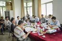 Professeurs et étudiants d'université lors de la réunion 2 Photo libre de droits