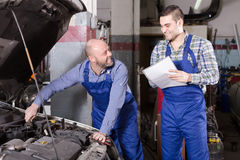 Professinal mechanic and insurance agent Royalty Free Stock Photography
