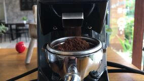 Professional grinder machine to grind fresh coffee beans