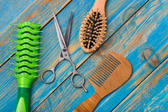 Professional scissors and two combs Royalty Free Stock Photos