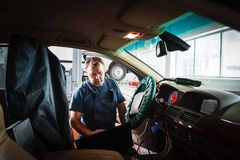 Professional serviceman checking car with computer Royalty Free Stock Photos