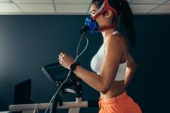 Professional sportswoman measuring her performance Royalty Free Stock Photos