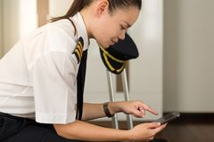 Free Professional Woman Checking Her Phone At Work Royalty Free Stock Images - 159922339