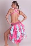 Professioneel dansersmeisje in kleding Stock Foto's