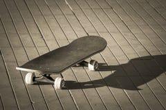 Professioneel skateboard in de straat stock afbeelding