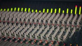 Professioneel Studiomateriaal met Correcte Controlemechanisme en Equaliser stock footage