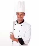 Professionele chef-kok die een leeg aanplakbiljet houden royalty-vrije stock foto