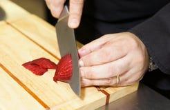 Professionele chef-kok scherpe bieten Royalty-vrije Stock Afbeelding