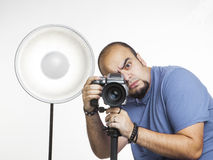 Professionele fotograaf met fotografisch materiaal Stock Afbeeldingen