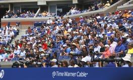 Professionele fotografen en toeschouwers tijdens US Open 2013 in Arthur Ashe Stadium Stock Afbeeldingen