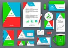 Professionele kleurrijke universele brandmerkende ontwerpuitrusting met het element van de driehoeksorigami Royalty-vrije Stock Afbeeldingen