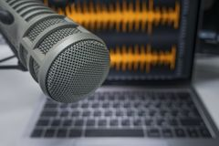 Professionele microfoon en Laptop royalty-vrije stock foto