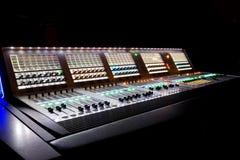Professionele mixer voor uw opname Stock Afbeeldingen