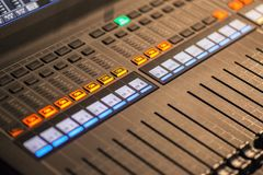 Professionele multitrack audiomixer 2 stock afbeelding