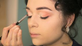 Professionele oogmake-up stock footage