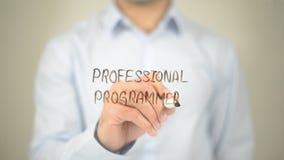 Professionele Programmeur, Mens die op het transparante scherm schrijven Royalty-vrije Stock Afbeeldingen