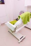 Professionele stoel in beautician spa salon stock afbeelding